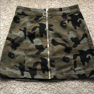 hm - Divided Camo Skirt